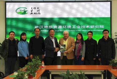 From L-R: Cheng Zhong, Zipei (Michelle) Xu, Baosong Ma, Yi-guo Hao, Tom Iseley, Xiaonan Wu, Dr. Kong, Lin-bo Luo.