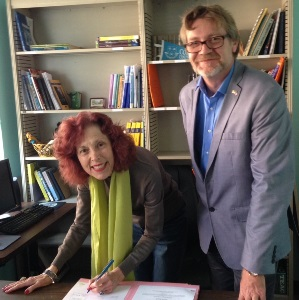 Dr. Dolly Hurtig signs the CODOFIL Consortium accords delivered by Raymond Hinz, Cooperation Attache from the French Embassy in New Orleans.